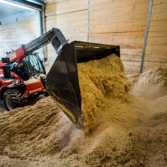 Dřevěné brikety Hard a Premium vyrábíme jen z čistých pilin bez příměsí